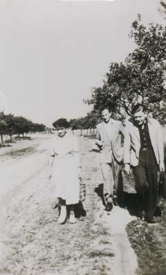 Wandertag 1956 - 6.Klasse<br>Unsere Lehrer: Ilse Posselt, Otto Benedikt, Ullrich Siebert