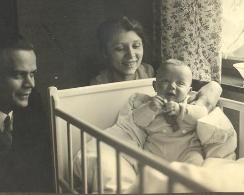 Lehrerehepaar Wilke mit Sohn (Familie Wilke wirkte bis ca. 1935 in Rosian.)