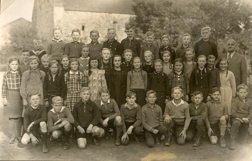 Schulbild 5. bis 8.Schuljahr 1937 / 38 mit Lehrer Schmidt